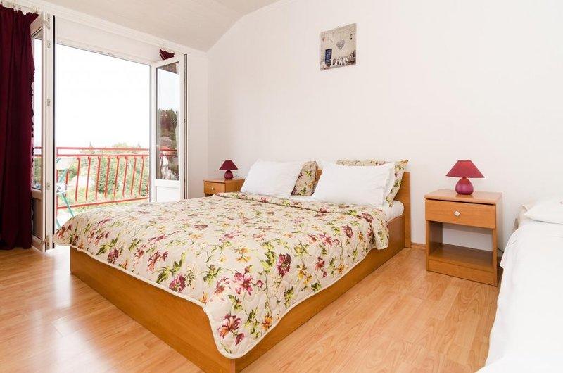 Apartments Villa Nikol - Comfort Two Bedroom Apartment with Sea View, casa vacanza a Oskorusno