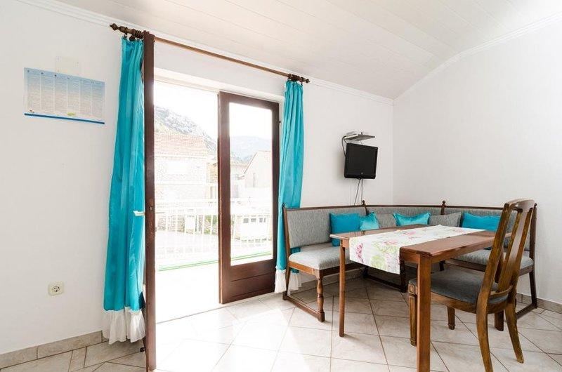 Apartments Villa Nikol - One Bedroom Apartment with Sea View, casa vacanza a Oskorusno