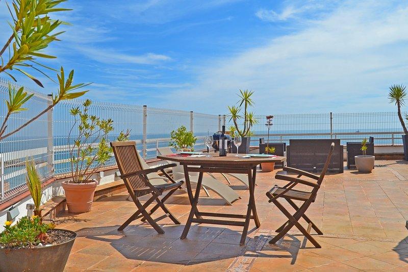 Ático con terraza  Via Augusta, holiday rental in Tarragona