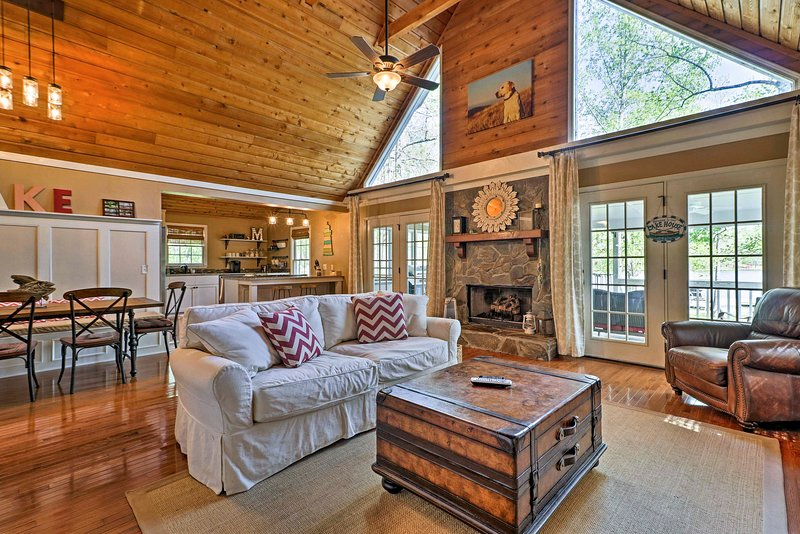 Lavish Lake Sinclair Home w/Dock & Private Beach, vacation rental in Milledgeville