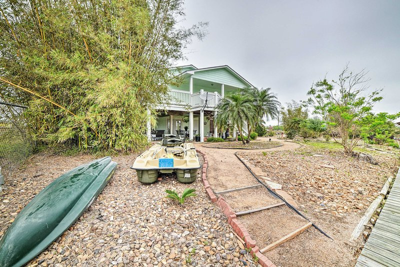 The Salty Lime 1: Canal Front Apt w/ Dock & Kayak!, vacation rental in Fulton