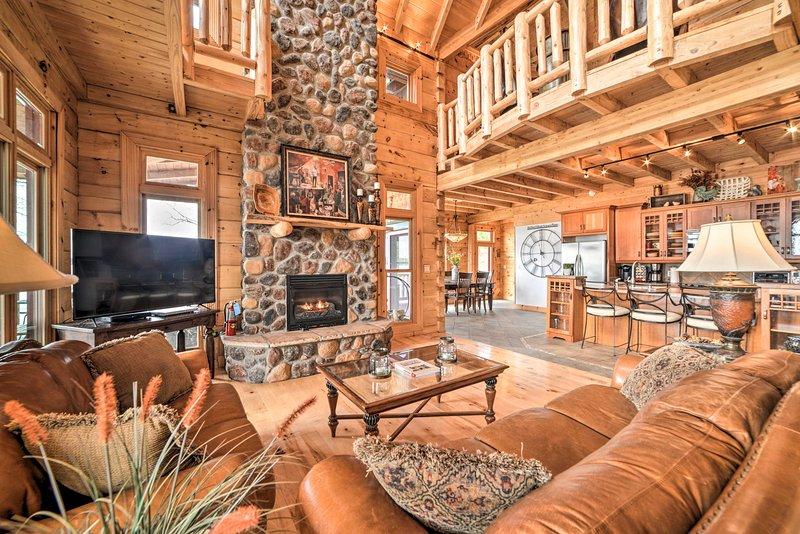 'Pelican Lodge' Lake Barkley Cabin: Hot Tub & View, holiday rental in Eddyville