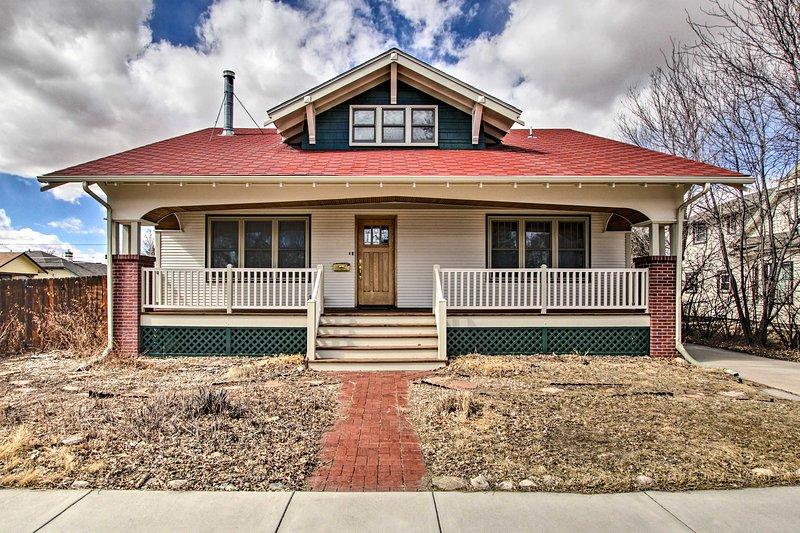 NEW! Laramie Home w/ Backyard: ¼ Mi to Univ of WY!, holiday rental in Laramie