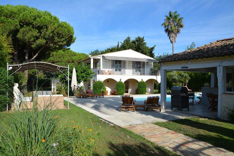 Très belle villa dans un jardin luxuriant,piscine, proche de la plage Pampelonne, holiday rental in Ramatuelle