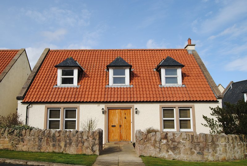 Orchard Cottage-delightful, spacious cottage in rural setting, holiday rental in Kilrenny