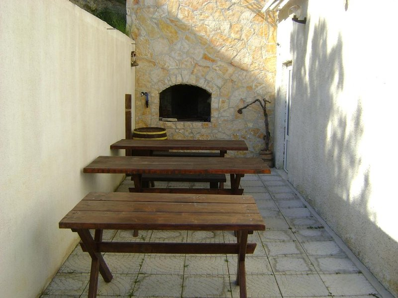 Lokva Rogoznica Apartment Sleeps 2 with Air Con - 5471548, vacation rental in Medici