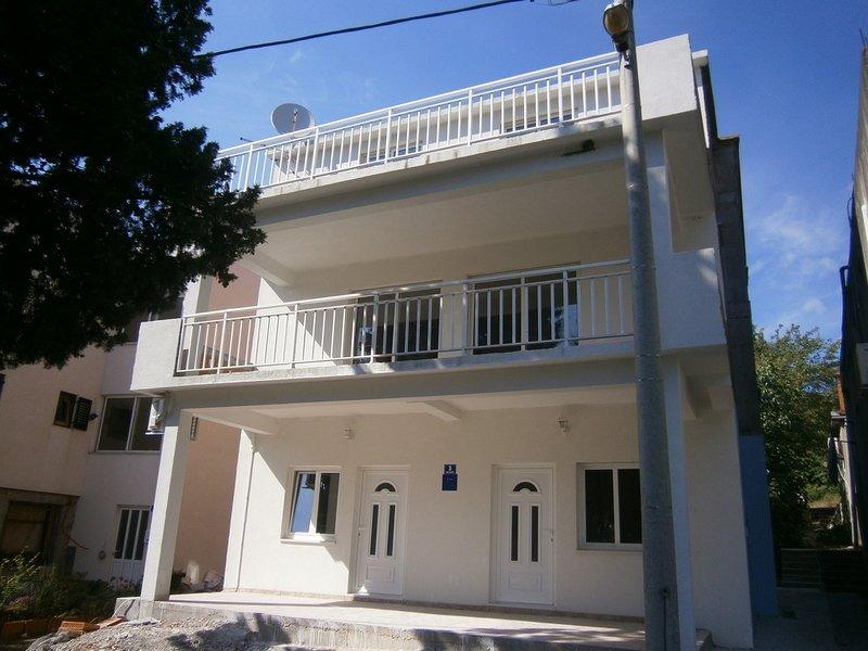 Blace Apartment Sleeps 4 with Air Con - 5409399, location de vacances à Duba