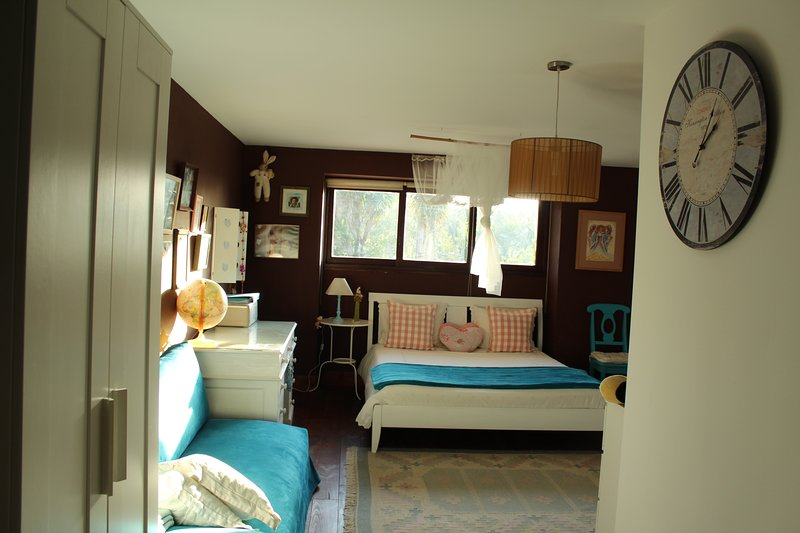 Big sunny triple bedroom in countryside farm house/Vale da Silva Villas, vacation rental in Torreira