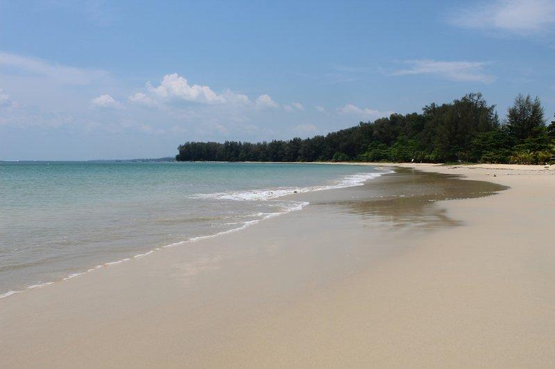 Naiyang Beach Private Pool Villa, holiday rental in Thep Krasattri