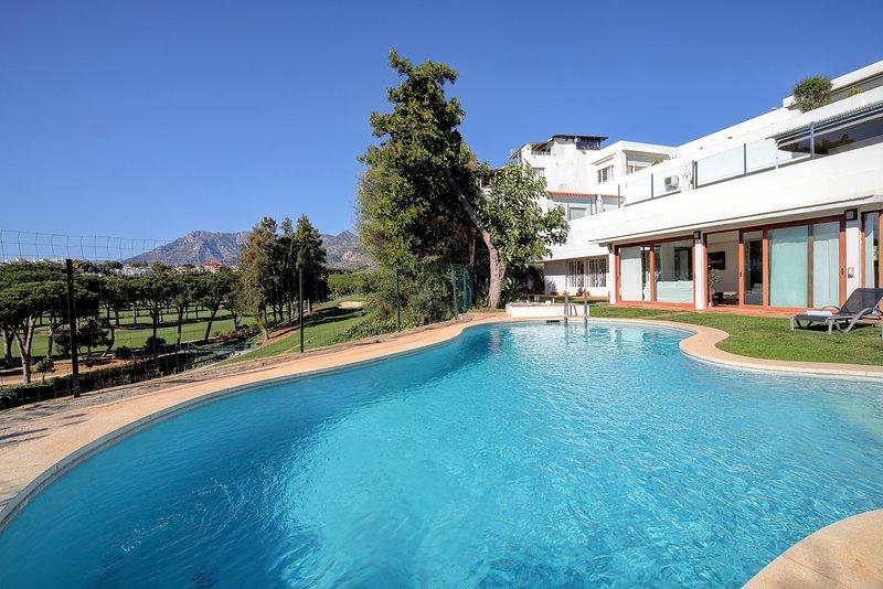 Fantastica casa con piscina privada para familias y amigos, vacation rental in Marbella
