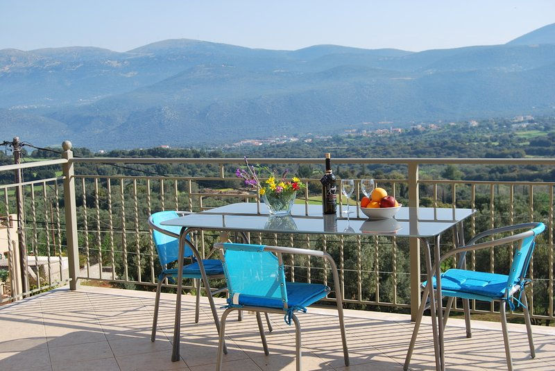 BRAND NEW: Belle Helen's Villa Kefalonia, Private Pool, Sea View, holiday rental in Lakithra