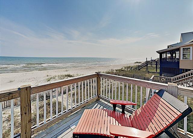 Coastal Blessings: Huge Gulf-Front Hideaway w/ Private Beach Access, casa vacanza a Costa del Golfo