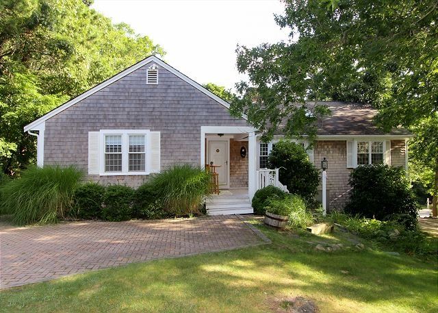 Charming & Spacious Cape Cod Eden By the Beach | Pool, Hot Tub & Fireplace, Ferienwohnung in East Dennis