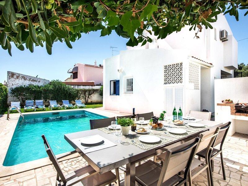 Villa Albufeira NEW TOWN, holiday rental in Areias de Sao Joao