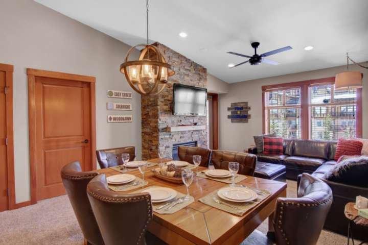 3rd Floor Solitude Condo w/Spacious Prvt Balcony, Outdoor Pool/Hot Tub, BBQ, Wed, holiday rental in Solitude