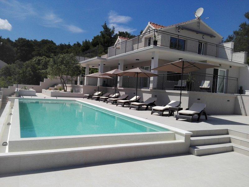Basina Apartment Sleeps 6 with Pool - 5409738, alquiler de vacaciones en Vrboska