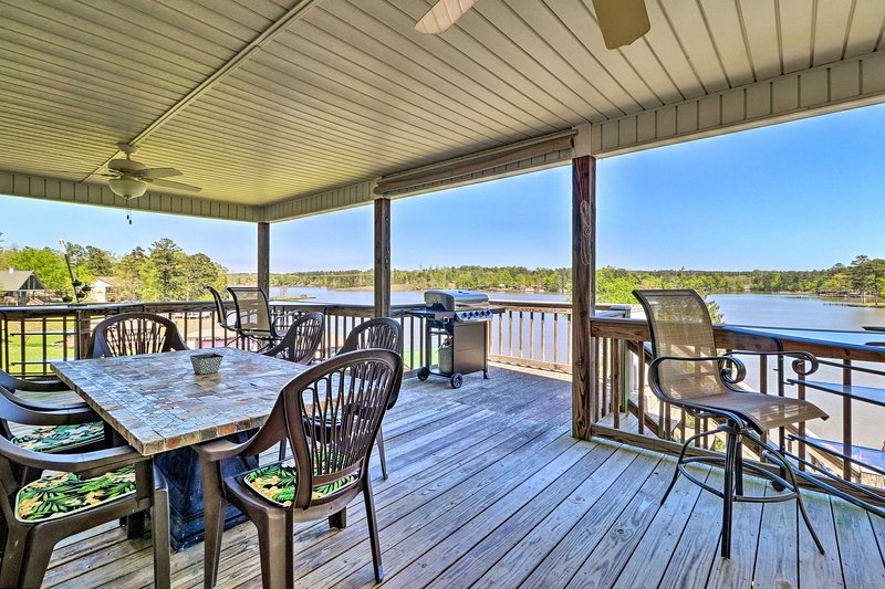 House w/ Dock + Slide Situated on Lake Sinclair!, vacation rental in Milledgeville