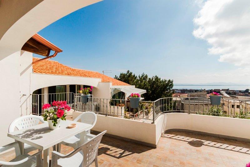 GINESTRA, appartamento con vista mare panoramica, casa vacanza a Calasetta
