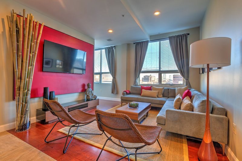 3 Bedroom/ 3 Bath In The Heart Of The City - Free Parking, vacation rental in Bala Cynwyd