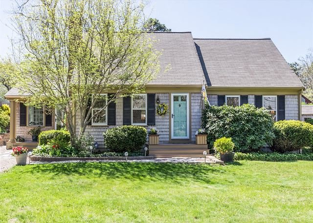 Beautiful Harwich Home with Large Yard Near Red River Beach & Main Street Fun, holiday rental in South Harwich