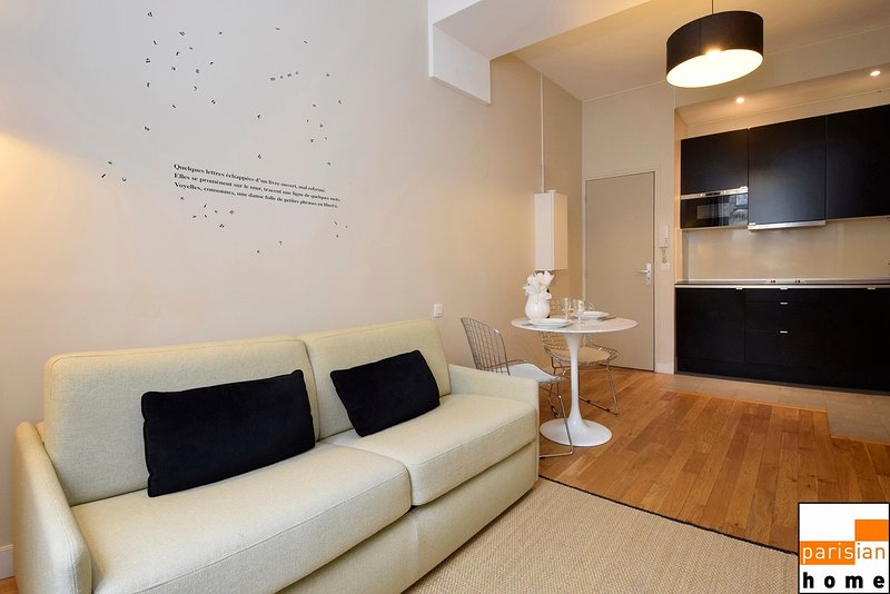 102467 - esign and cozy setting for 4 people in the center of Paris, vacation rental in Paris