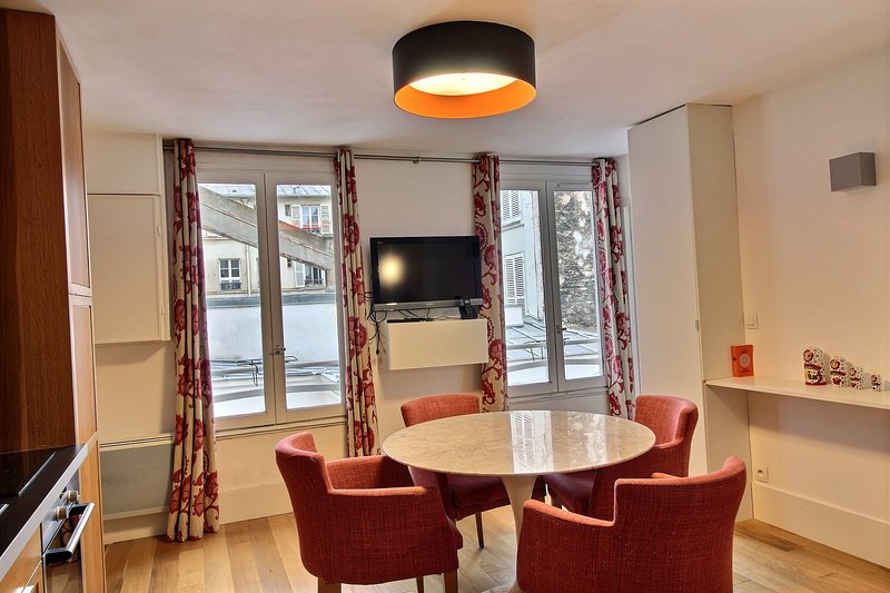 108420 - Nice apartment for 4, 10 minutes away from St. Lazare, vacation rental in Levallois-Perret