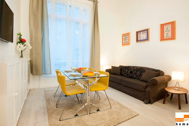 208005 - A large opulent apartment for 6 people, metro Etoile, vacation rental in Levallois-Perret