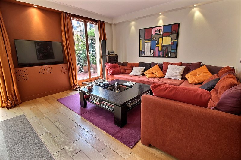 116324 - 2 person apartment near Eiffel Tower, holiday rental in Boulogne-Billancourt