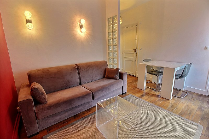 217460 - Large comfortable apartment with 2 rooms in Ternes' area, metro Ternes, vacation rental in Levallois-Perret