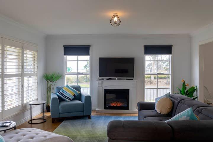 Beachside Getaway★Holiday Home★Ocean Views★North Shore★Sleeps 12★Free, holiday rental in North Geelong