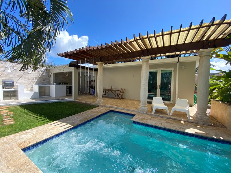 Relaxing Oasis with Pool and Cabana. Pet friendly, alquiler vacacional en Caguas