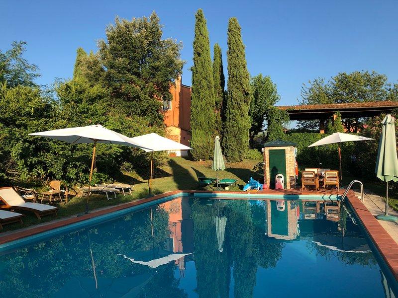casa colonica composta da sette appartamenti, location de vacances à Larciano