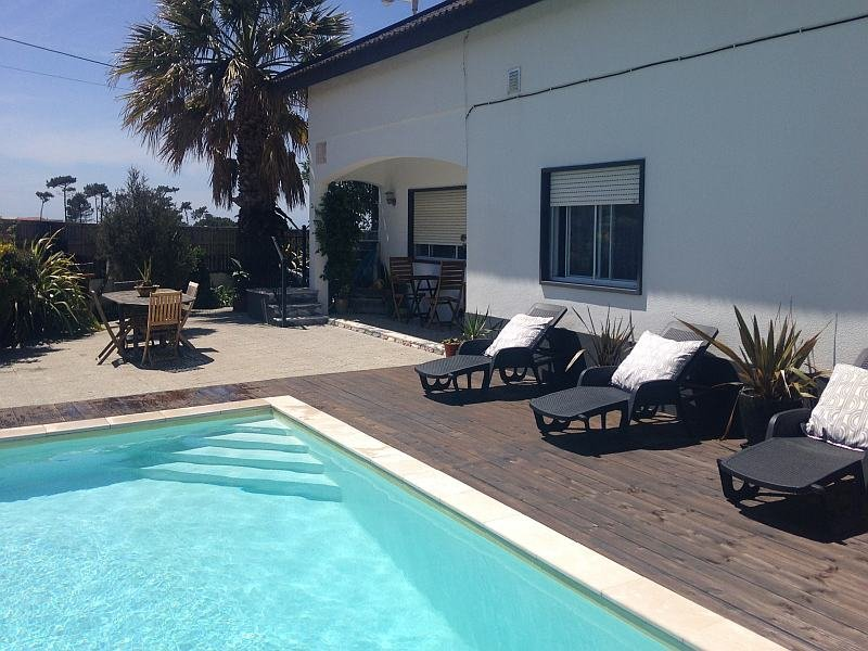 Silvercoast Apartments - Bells. Swimming pool and jacuzzi, aluguéis de temporada em Distrito de Leiria