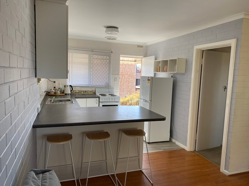 Breezy 2 bedroom Scarborough apartment with private courtyard. Fully equipped, vacation rental in Scarborough