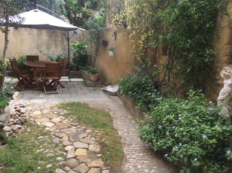 Beautiful house with garden & Wifi, alquiler vacacional en Collias