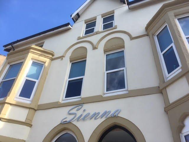 Sienna Apartment 1 (Disabled Friendly), location de vacances à Bispham