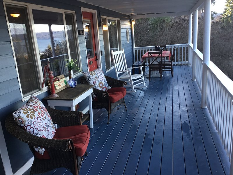 Harrison lake house walking distance to beautiful downtown Harrison, holiday rental in Worley