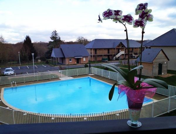 Studio Les Hauts de Honfleur avec Piscine, Parking, WIFI, Ferienwohnung in Gonneville-sur-Honfleur