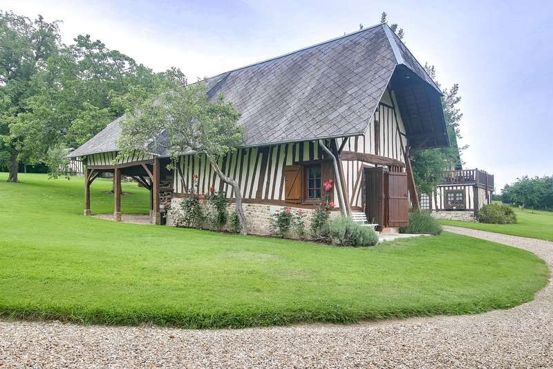 La Charretterie - Maison normande avec grand jardin, holiday rental in Fierville-les-Parcs