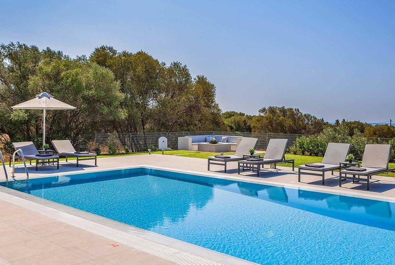 10 minutes walk to beaches, shops & restaurant, location de vacances à Agia Pelagia