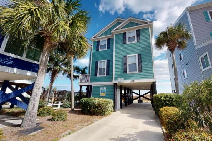 E Sea Livin' BEAUTIFUL Oceanfront Home!, holiday rental in Surfside Beach