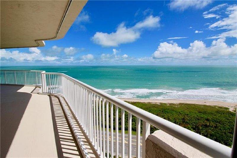 2300 sqf 4BR 3BA Ocean front and river view penthouse condo, location de vacances à Hutchinson Island