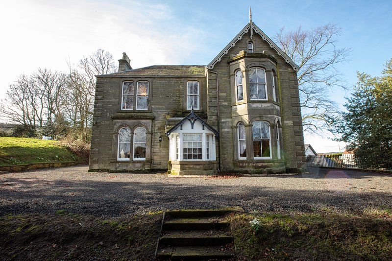 6 Bedroom Home - Newton Manor House, holiday rental in Falkland