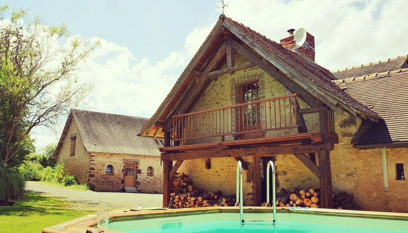 Luxury Gite - Les Haies, near Le Mans, holiday rental in Domfront-en-Champagne