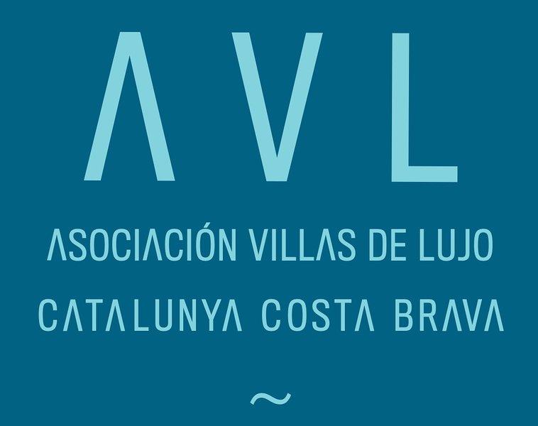 Somos fundadores y asociados de la asociación de villas de lujo de la Costa Brava, AVL, garantizamos