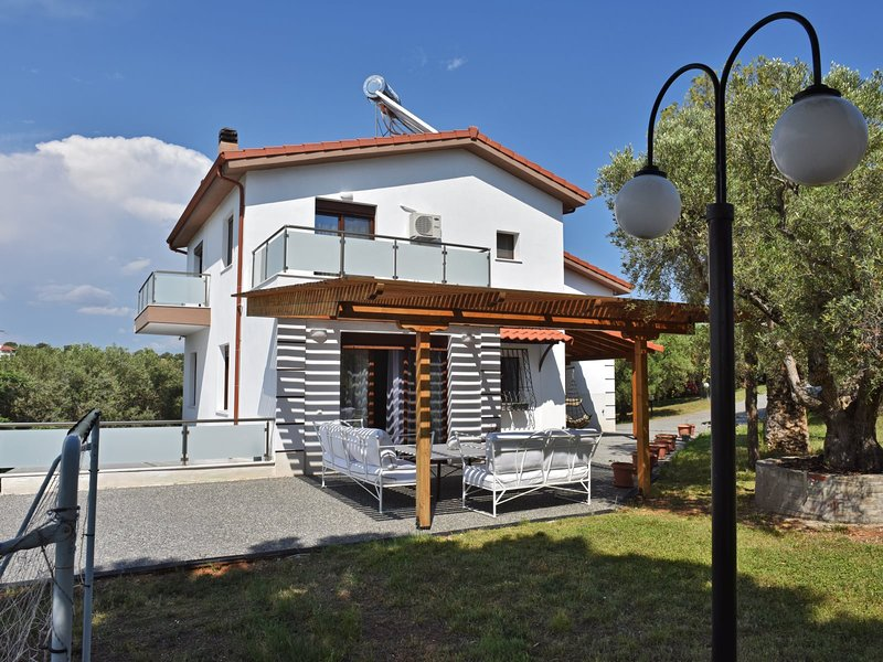 Villa Victoria - Nea Moudania Halkidiki, vacation rental in Nea Plagia