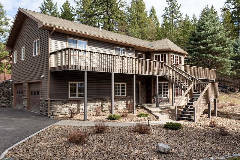 Flathead Valley - BF - Whispering Pines, holiday rental in Woods Bay