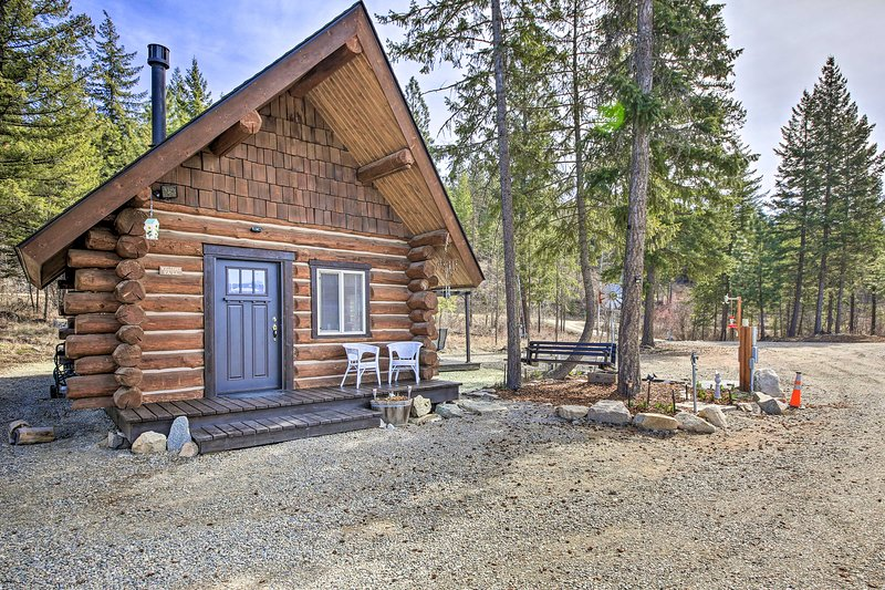 NEW! Peaceful Kootenai Cabin - Unplug in the Mtns!, vacation rental in Moyie Springs
