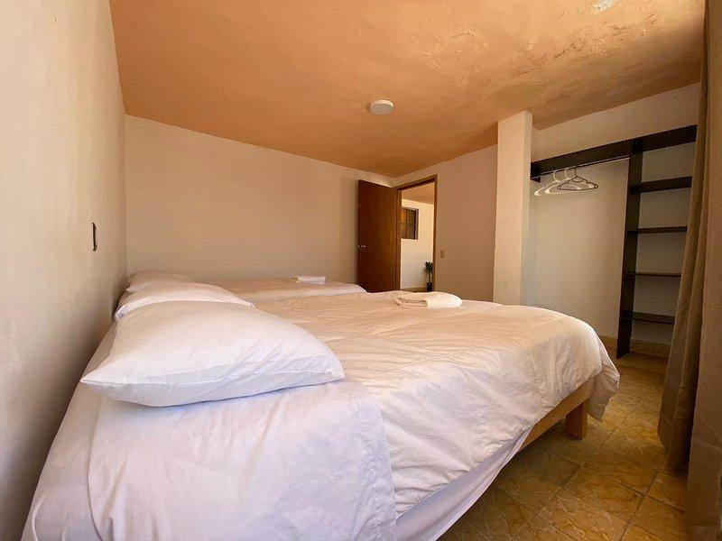 Casa Nemesio Diez - Amplia, Centrica, Limpia. Parking Gratis (WiFi), holiday rental in Almoloya de Juarez