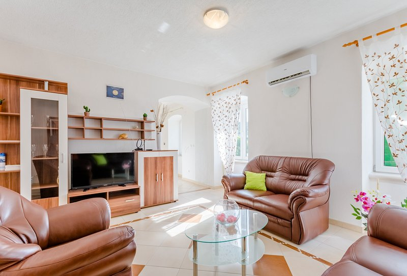 Apartment Magdalena - Three Bedroom Apartment, holiday rental in Nerezisca